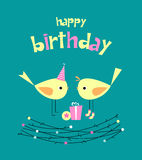 Carte d'anniversaire avec les oiseaux mignons avec des cadeaux illustration de vecteur