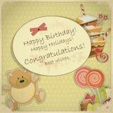 Carte d'anniversaire de cru - avec l'ours, la sucrerie et le gâteau Photos libres de droits