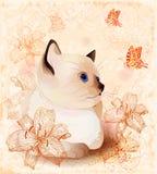 Carte d'anniversaire de cru avec le chaton et les fleurs Photographie stock libre de droits