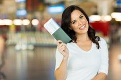Carte d'embarquement de passeport de femme Photo stock