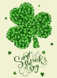 Carte d'invitation de jour du ` s de St Patrick, trèfles fond, lettrage, vacances de ressort Image libre de droits