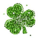 Carte d'invitation de jour du ` s de St Patrick, trèfles fond, lettrage, vacances de ressort Photographie stock
