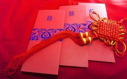 Carte d'invitation de mariage et noeud chanceux Image libre de droits