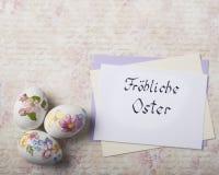 Carte d'oeufs de pâques avec des polices de calligraphie photographie stock libre de droits