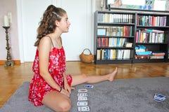 Carte da gioco dell'adolescente Fotografie Stock Libere da Diritti