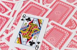 Carte da gioco sulla tavola di legno, primo piano fotografia stock