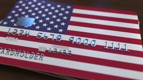 Carte de banque en plastique comportant le drapeau des Etats-Unis Rendu 3D relié au système d'opérations bancaires nationales Photos stock