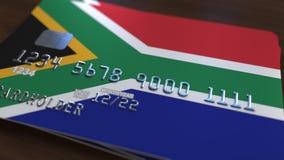 Carte de banque en plastique comportant le drapeau de l'Afrique du Sud Rendu 3D relié au système d'opérations bancaires nationale Photo stock