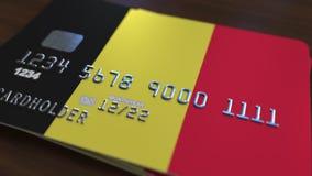 Carte de banque en plastique comportant le drapeau de la Belgique Rendu 3D relié au système d'opérations bancaires nationales Images stock