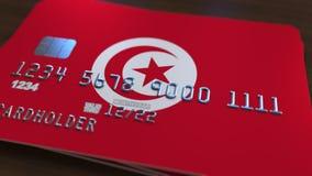 Carte de banque en plastique comportant le drapeau de la Tunisie Rendu 3D relié au système d'opérations bancaires nationales Images stock