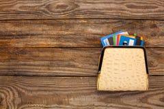 Carte de crédit dans le portefeuille images libres de droits