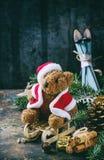 Carte de décoration de Noël avec les jouets et l'arbre Photographie stock