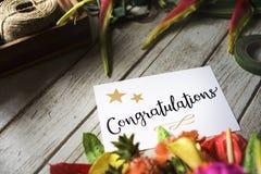Carte de félicitation avec le bouquet de fleur images libres de droits