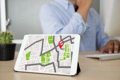 Carte de GPS à la rue d'emplacement de connexion réseau de destination d'itinéraire Image stock