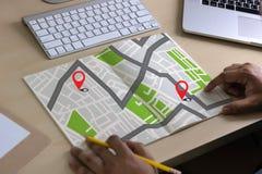 Carte de GPS à la rue d'emplacement de connexion réseau de destination d'itinéraire Photographie stock libre de droits