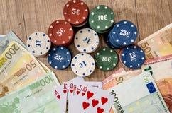 Carte de jeu avec d'euro factures Photos stock
