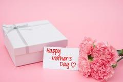 Carte de jour de mères heureux et boîte et rose de présent Images stock