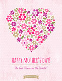 Carte de jour de mères avec le coeur des fleurs sur le fond rose Image stock