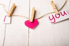 Carte de jour de valentines avec des coeurs et des mots de l'amour Photographie stock libre de droits