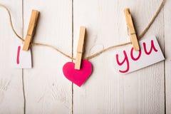 Carte de jour de valentines avec des coeurs et des mots de l'amour Photos libres de droits