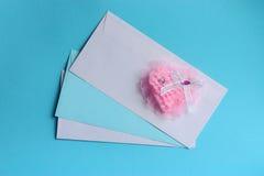 Carte de jour de valentines : coeur rose - photos courantes Images stock