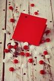 Carte de jour du ` s de Valentine avec de petits coeurs et sucrerie blanche rouge tonalité de l'image Photo libre de droits