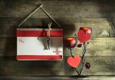 Carte de jour du ` s de Valentine avec des coeurs d'un carnet et de papier Photo stock