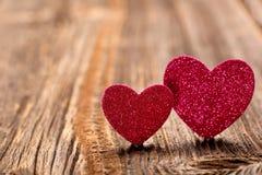 Carte de jour de valentines avec deux coeurs et espace vide pour le texte Photographie stock libre de droits