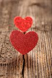 Carte de jour de valentines avec deux coeurs et espace vide pour le texte Photos libres de droits