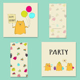 Carte de joyeux anniversaire avec des ballons chat et gâteau Photo stock