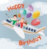 Carte de joyeux anniversaire Famille dans l'avion Famille heureuse avec des ballons Image libre de droits