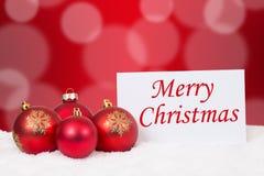 Carte de Joyeux Noël avec des boules pour des souhaits Photographie stock
