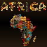 Carte de l'Afrique avec la typographie africaine faite de texte de tissu de patchwork Photos libres de droits