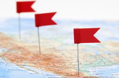 Carte de l'Amérique avec les indicateurs rouges image libre de droits