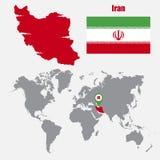Carte de l'Iran sur une carte du monde avec l'indicateur de drapeau et de carte Illustration de vecteur illustration libre de droits
