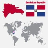 Carte de la République Dominicaine sur une carte du monde avec l'indicateur de drapeau et de carte Illustration de vecteur illustration libre de droits