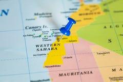 Carte de la Sahara occidental avec une punaise bleue coincée Photo stock
