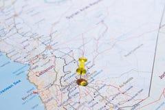 Carte de la Syrie avec le tsvaeta de routes rouge et marqué avec une goupille dans le Se Photo stock