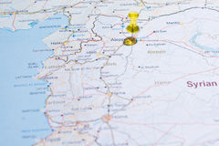 Carte de la Syrie avec le tsvaeta de routes rouge et marqué avec une goupille dans le Se Images stock