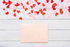 Carte de lettre de Saint Valentin sur le fond blanc Image stock