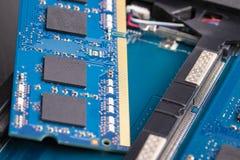 Carte de mémoire dans un ordinateur portable photographie stock libre de droits