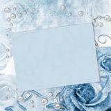 Carte de mariage avec des roses dans le bleu Images stock