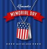 Carte de Memorial Day avec des étiquettes de chien du ` s de soldat avec le drapeau Photographie stock libre de droits