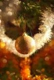 Carte de Noël avec des boules de Noël Photographie stock