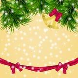 Carte de Noël avec des brindilles et des tintements du carillon de sapin Photos libres de droits