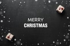 Carte de Noël Avec l'espace pour un message de salutation pour aimé et clôturez ceux L'ambiance de Noël est remplie de cadeaux Images stock