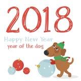 Carte de Noël avec le chien drôle dans le chapeau et les boules de Noël Image libre de droits