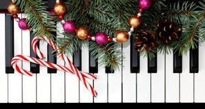 Carte de Noël avec le piano Photographie stock libre de droits