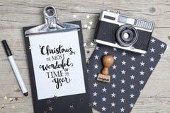 Carte de Noël créative avec un vieil appareil-photo de photo Photo libre de droits
