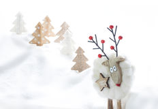 Carte de Noël drôle Ornements de Noël Selfie de renne L'espace pour le texte Images stock